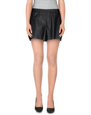 YERSE Shorts & Bermuda in Black