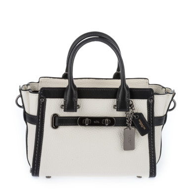 COACH Swagger 20 With Chain In Pebble Leather, Bianco/Nero