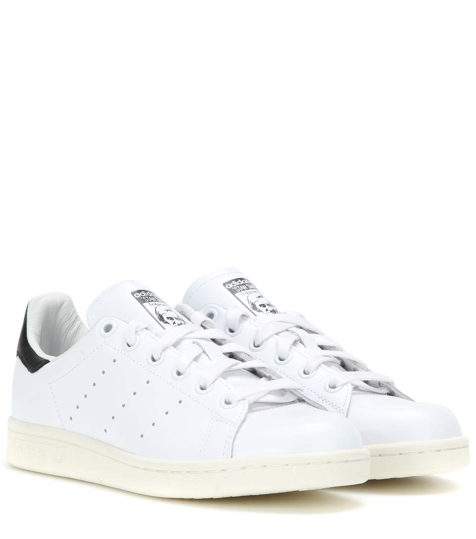 White And Navy Stan Smith Sneakers - White in Footwear White