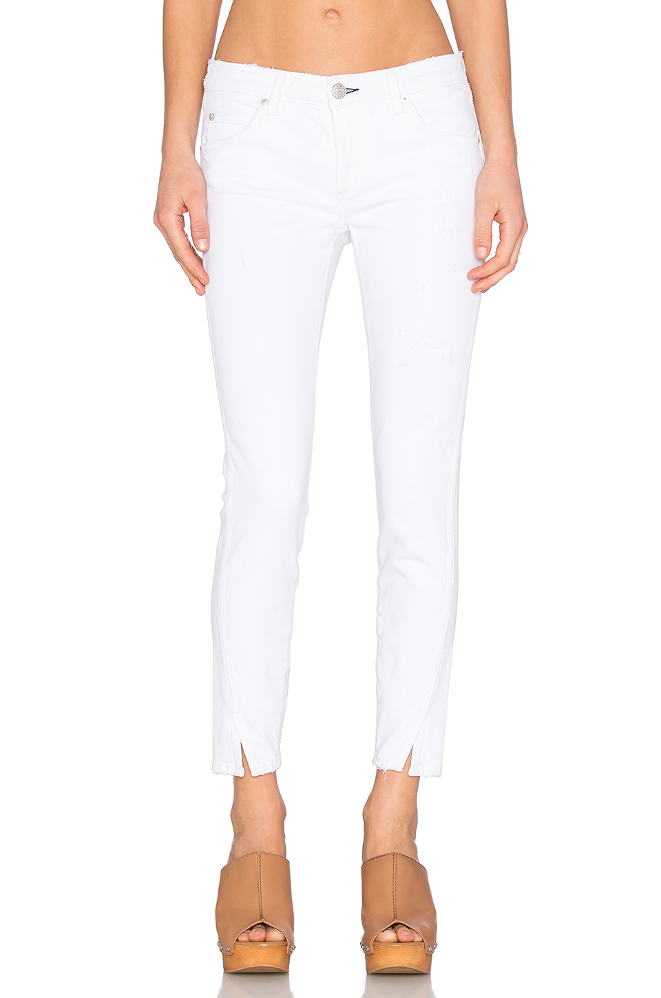 AMO Cropped Distressed Jeans in 025 Sea Salt