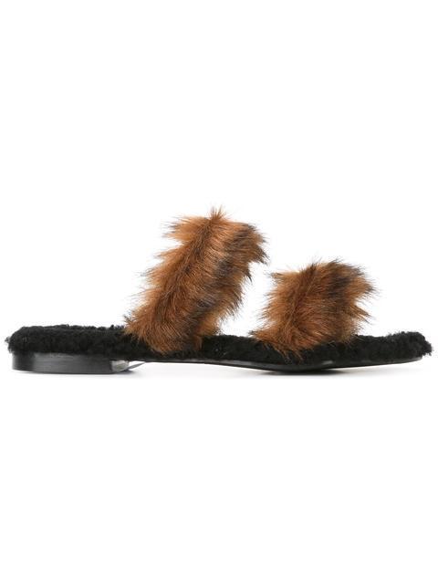 AVEC MODÉRATION 'Vail' Slippers in Black