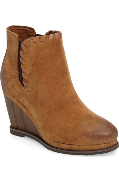 ARIAT BELLE WEDGE BOOTIE, SAND LEATHER