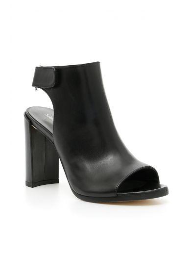 STUART WEITZMAN Frontroom Sandals in Black|Nero