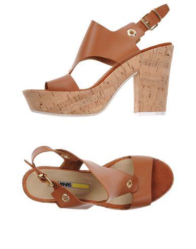 MANAS Sandals in Brown