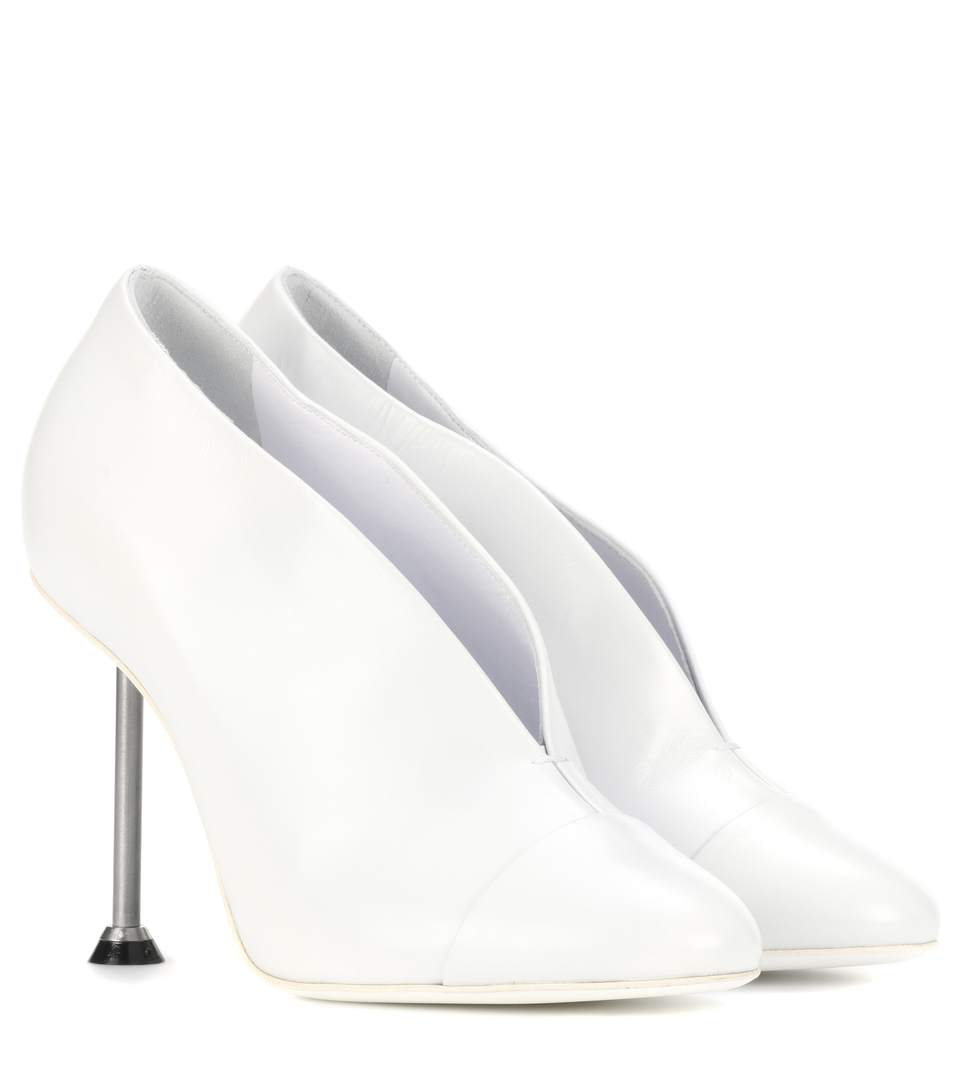 Pin Leather Pumps in White