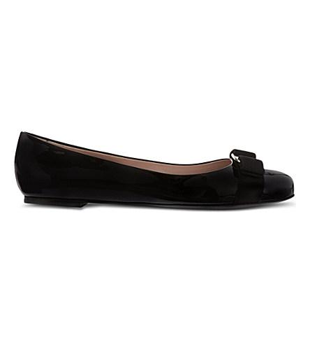 FERRAGAMO Varina Patent-Leather Ballet Flats in Black