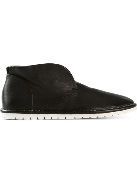 Laceless Desert Boots in Black