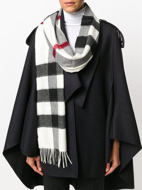 BURBERRY The Large Classic Cashmere Scarf In Check, Na