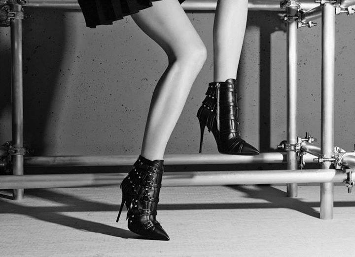 GIUSEPPE ZANOTTI Black Leather 'Yvette Jeti' Fringe Detail Ankle Booties'